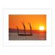 Coucher de soleil sur la Baie de Concarneau, le vieux gréement Le Corentin rentre au port et passe devant le soleil couchant
